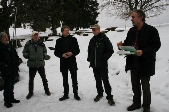 Gerhard Bronner, der Vorsitzende des Landesnaturschutzverbandes (rechts), Landrat Günther-Martin Pauli (dritter von links) Foto: Nicole Leukhardt