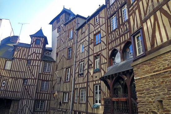 Architektur Bretagne. Laendliche Architektur, religioese Architektur