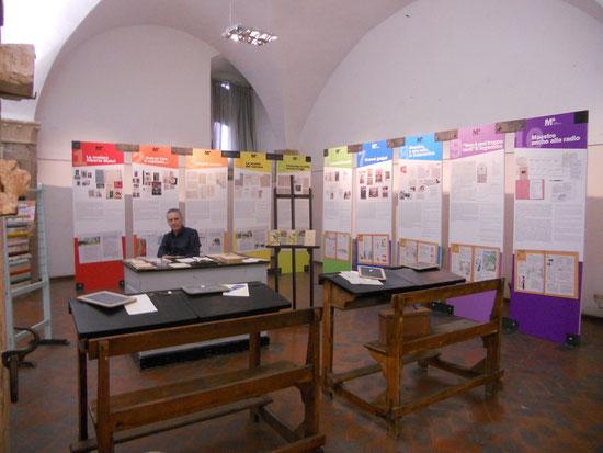 La mostra nella sala dell'ex Pinacoteca in piazza  del Comune ad Assisi