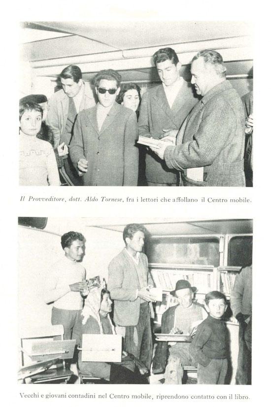 Interno del centro mobile di lettura (anno 1957).
