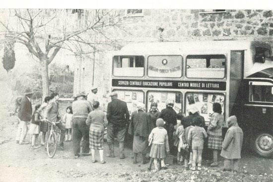 Il centro mobile è arrivato nel villaggio: grandi e piccoli accorrono!