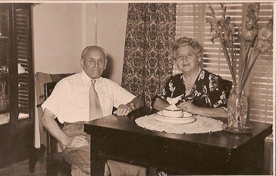 Willy Kamm and Thekla Kamm, née Sichel in their apartment in Tel Aviv