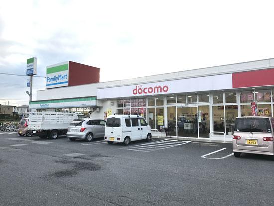 DoCoMoショップ越谷弥十郎店はお隣がファミリーマートさんです。元らっぷ館だった所と言えばお分かりの方も多いかも。