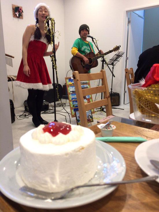 ショートケーキ・チーズケーキ・ロールケーキ、どれもお美味しくて。デカイ(笑)