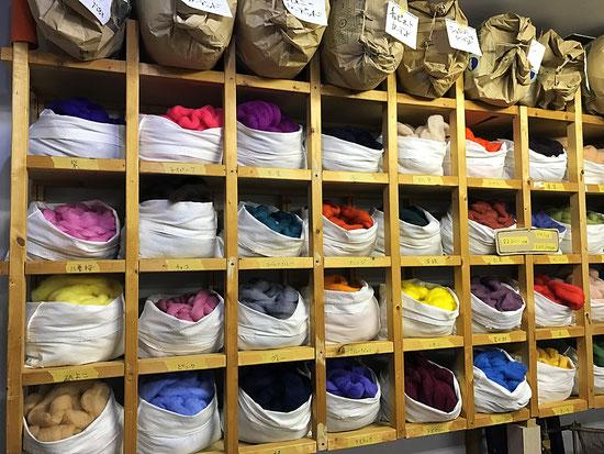 羊毛と古道具の店 ソウイ 店内