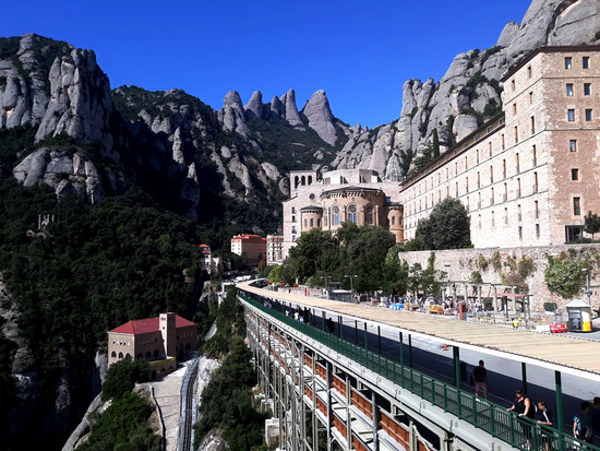 Монастырь Монсеррат - Каталония. Скульптуры и памятники Монсеррат