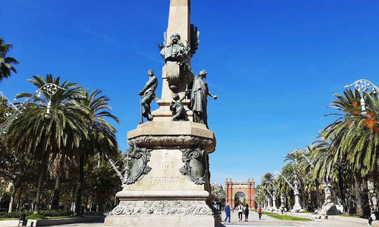 Памятнике Риусу-и-Таулету в Барселоне