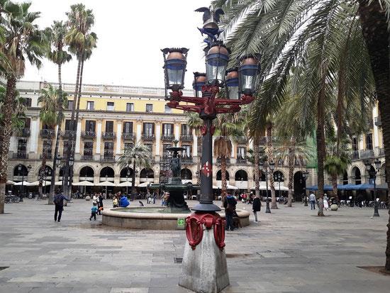 Фонари Антонио Гауди на Королевской площади