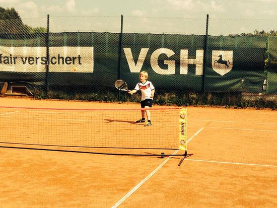 Die Kinder konnten sich auf dem Tennis-Kleinfeld duellieren