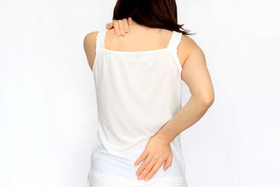 夏の疲れが続出しています。首や肩の緊張。腰の痛みを訴えられますが・・・。