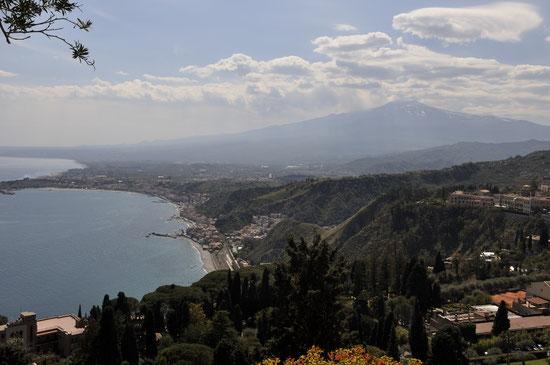 井上加代子さん撮影  エトナ山(トオルミーナから)イタリア