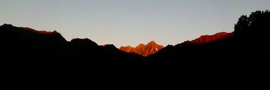 Le lever du soleil depuis le gîte de Rouze