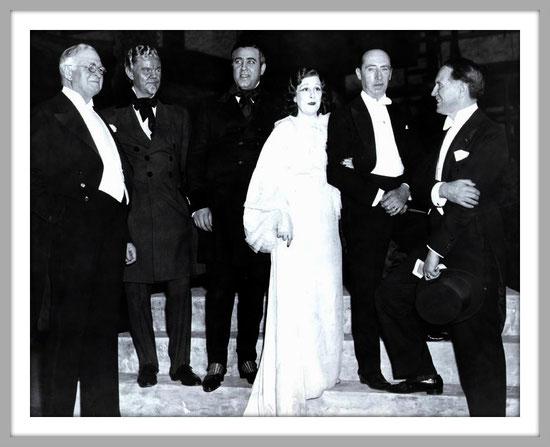 La traviata - N.Y. Metropolitan 16.12.1935 - da sinistra: Paul Cravath (Chairman), Lawrence Tibbett (Germont), Richard Crooks (Alfredo), Lucrezia Bori (Violetta), Ettore Panizza (Direttore), Edward Johnson (General manager)