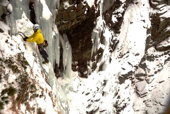 Eisklettern mit Bergführer, Eisklettern Schnuppertag, High Level Eiskletterführung, Mixedklettern