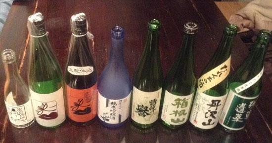 昨日1/27(土)は川崎のコミュニティ・カフェ「メサ・グランデの大宴(交流会)」。いつも通り、神奈川県の日本酒を提供しました! いつもの丹沢山、残草蓬莱、いづみ橋に加え、初紹介の箱根山や曽我の誉、白笹鼓などなどのラインナップでした!