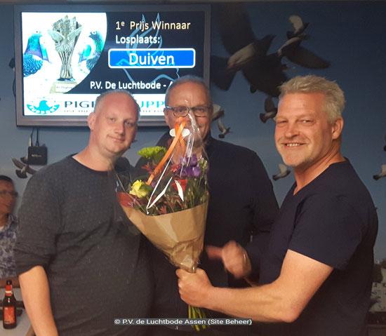 Bloemen eerste prijs voor Ronald en Wessel