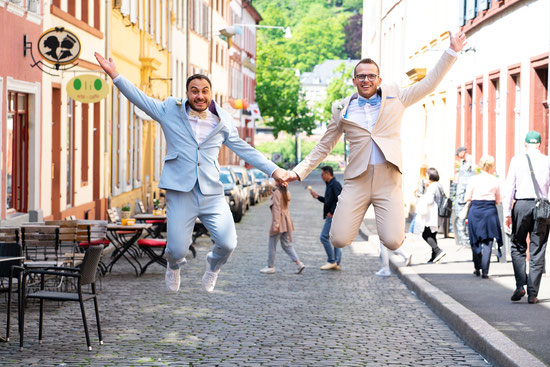 Regenbogenhochzeit in Heidelberg - Lebensfreude pur! Eine Hochzeit im Moods Heidelberg. Foto: Wedding by Gerald / Gerald Hasani Fotografie