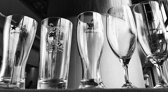 ビールグラス5つ