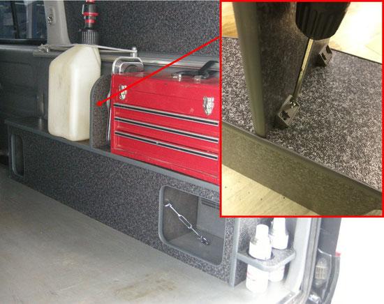 ハイエースに工具箱やケミカル類などのお仕事の道具を効率的に積載することができるサイドボックスをOSPトランポキットがご提案いたします。