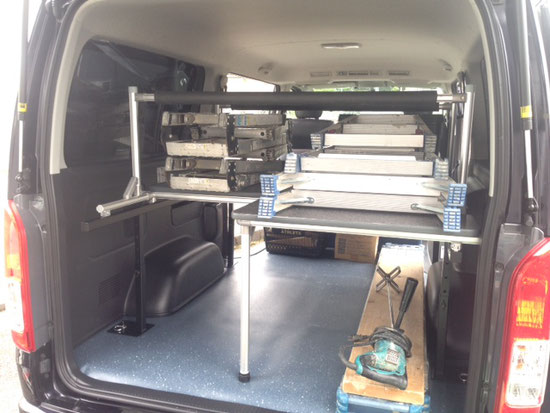 ▲ハイエースに職人さんのための脚立収納棚を作りました。