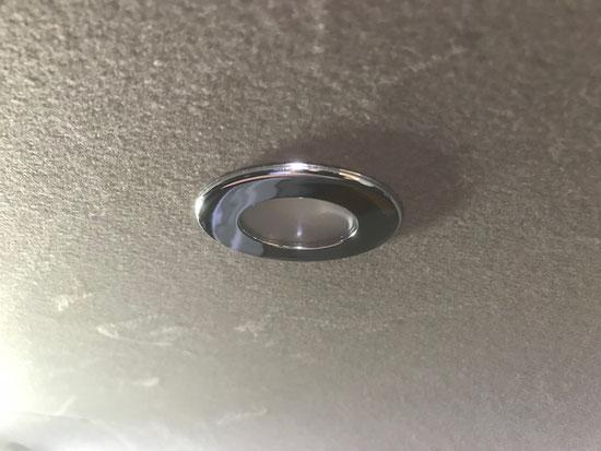 ハイエース、キャラバンのLED灯、室内灯を付けるなら、OSPトランポキット