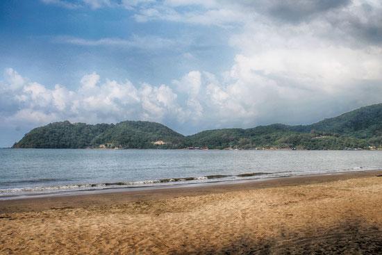 Der Laem Sing Beach und die umgebene Bucht