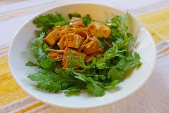 春菊と厚揚げのサラダ