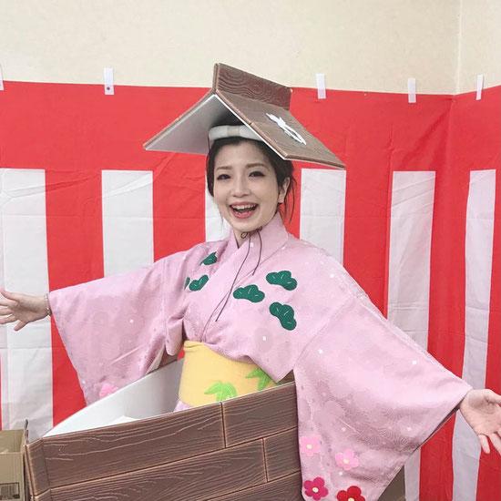 """野崎のマスコットキャラ""""野崎ちゃん""""に扮装した十川ももこはガラガラ抽選会で大活躍!"""