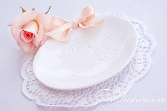 Тарелочка для колец, «персиковый бантик» стоимость 400грн (ручная работа, гравировка).