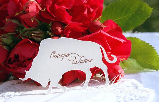 Фигурные рассадочные карточки-испанский бык из серии «Фламенко», Перламутровая дизайнерская бумага. Стоимость 10грн 2$