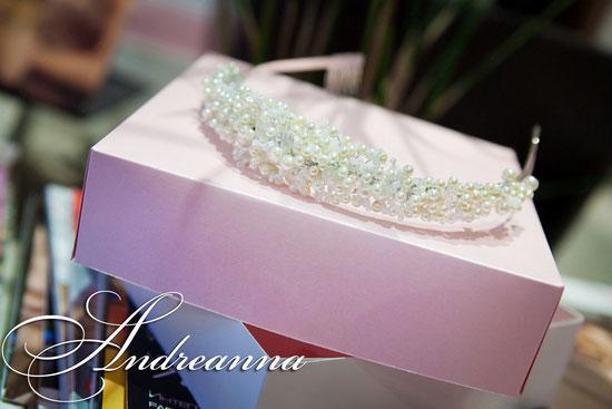 """Диадема в нежно молочных тонах """"Royal pearl"""", с добавлением кристальных бусин, классической формы. стоимость 500грн. (выполняется в любом желаемом цветовом решение)."""