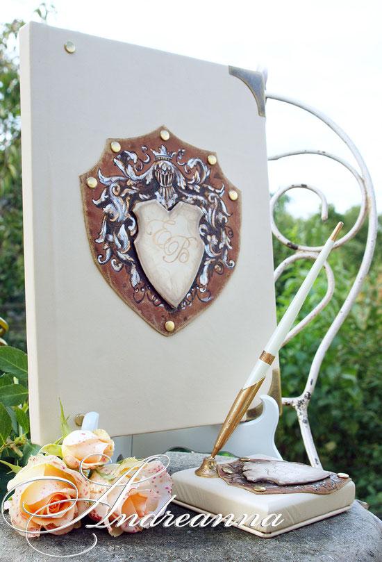 Кожаный альбом «Именной герб», полностью ручной работы, размер книги 24х30см, 50 перламутровых страничек с виньетками, ручная роспись с элементами ажурного реза, с локальным ручным тиснением и выжиганием.  3000грн