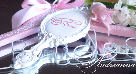 Зеркальце для невесты ( надпись на выбор), в любом желаемом цветовом решение 300грн (38 долларов).