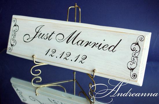 Табличка с надписью Just Married (размеры, форма, желаемый текст на выбор, материал - натуральное дерево). (в длину, примерно 40см). 150грн (19$).