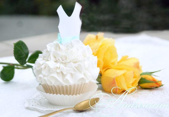 Декоративное пирожное для «завтрака невесты», и именные пакетики чая.  (все «сладости» не съедобные, (в натуральную величину), созданы с художественных материалов, для фотосессии, Love Story, транспортировки на острова и т.д.) стоимость 650грн