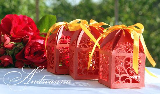 Бонбоньерка «Фламенко» резная, с инициалами (возможно изготовление в любом цветовом решение). Стоимость 25грн/шт.