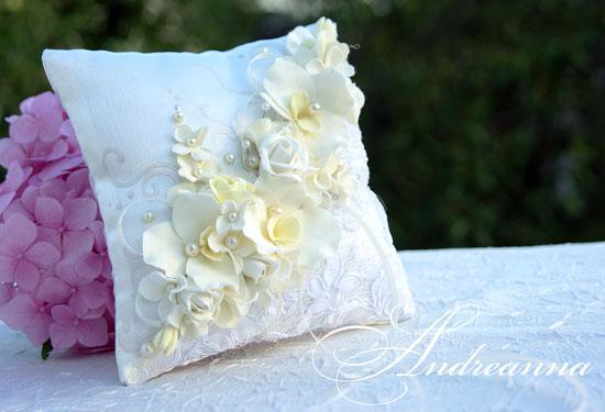 подушечка «Мираж» (роза, орхидея, гортензия) выполнение в любом цветовом решение, стоимость 450грн