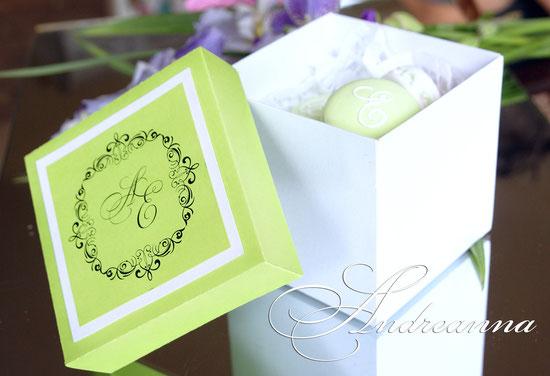 Macaroon (в любом цветовом решение, с ароматом натуральной выпечки) стоимость 85грн упаковка для сладостей, с инициалами, стоимость 50грн