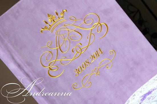 Замшевый фотоальбом, А3 формата, перламутровые страницы в качестве наполнения альбома, вышивка золотом монограммы. Итальянская замша (возможно изготовление в любом оттенке). Стоимость альбома на 50л. А3 формата 5000грн