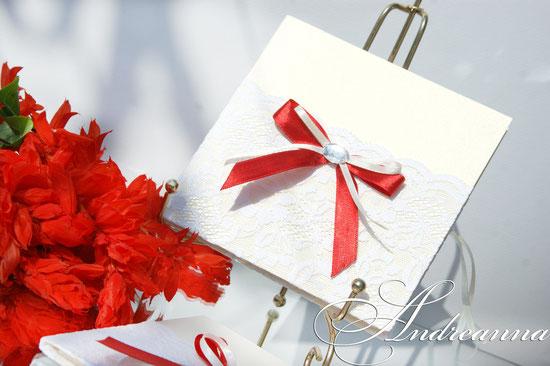 Подарочная упаковочка для диска «снежная королева» нежный молочный тон, с вкраплением алого. стоимость 70грн