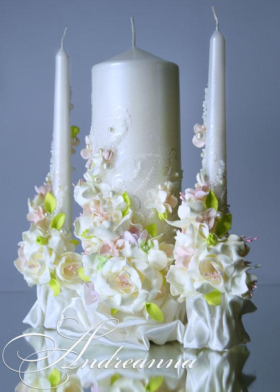 свечи «Молочная фрезия и гардения DUOS» с вкраплением розового и салатового Выполняется в любом цветовом решение. Стоимость 650 грн.