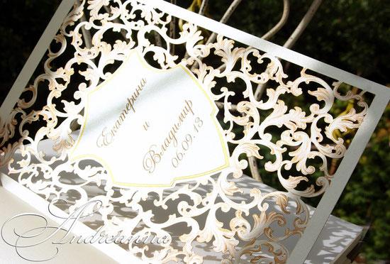 Кожаный альбом «Именной герб», полностью ручной работы, размер книги 24х30см, 50 перламутровых страничек с виньетками, ручная роспись с элементами ажурного реза, с локальным ручным тиснением и выжиганием.  3000