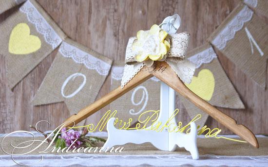 Плечики для свадебного платья с датой свадьбы, фамилией  и цветком ручной работы  «Рустик», стоимость 250 грн 32$;