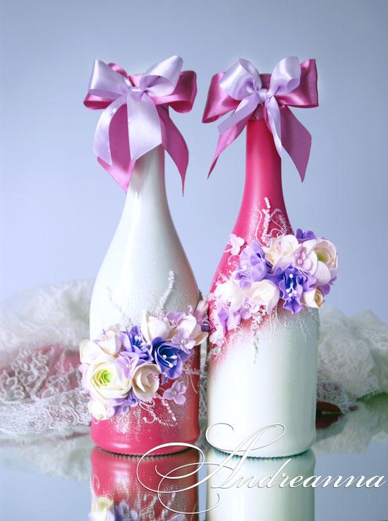 Шампанское из серии «…DUOS» Выполняется в любом цветовом решение. Стоимость 700 грн. 1 бут. (ранункулюс, гортензия, эустома – цветочки ручной работы, возможно изготовление в любом желаемом цветовом решение, с желаемым набором цветов.