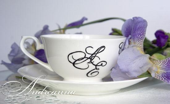 Чашечки «Love is…», ручная роспись (с любым желаемым рисунком, надписью), могут эксплуатироваться в повседневной жизни (ручная мойка), стоимость пары 300грн. 38 долларов.
