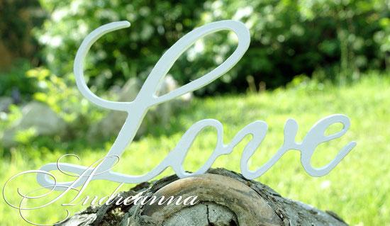 Надпись «Love», фигурная резка, дерево. Стоимость 200грн. 25$