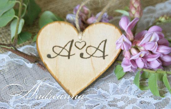 Сердечко   «Рустик», дерево, с выжиганием инициал,  ручной работы, стоимость 1 шт. 50 грн 7$;