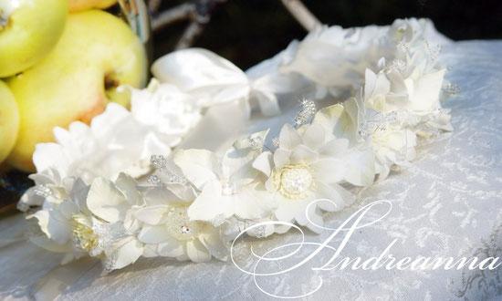 Веночек для невесты, хризантема и гортензия, с вкраплением кристаллов. Цветочки полностью ручной работы. Стоимость 550грн