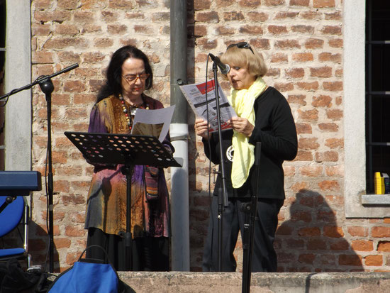 Lidia Chiarelli and Carla Bertola Poetry reading in Vinovo, september 27 2014