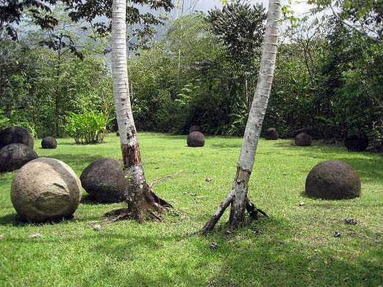 шары в лесу